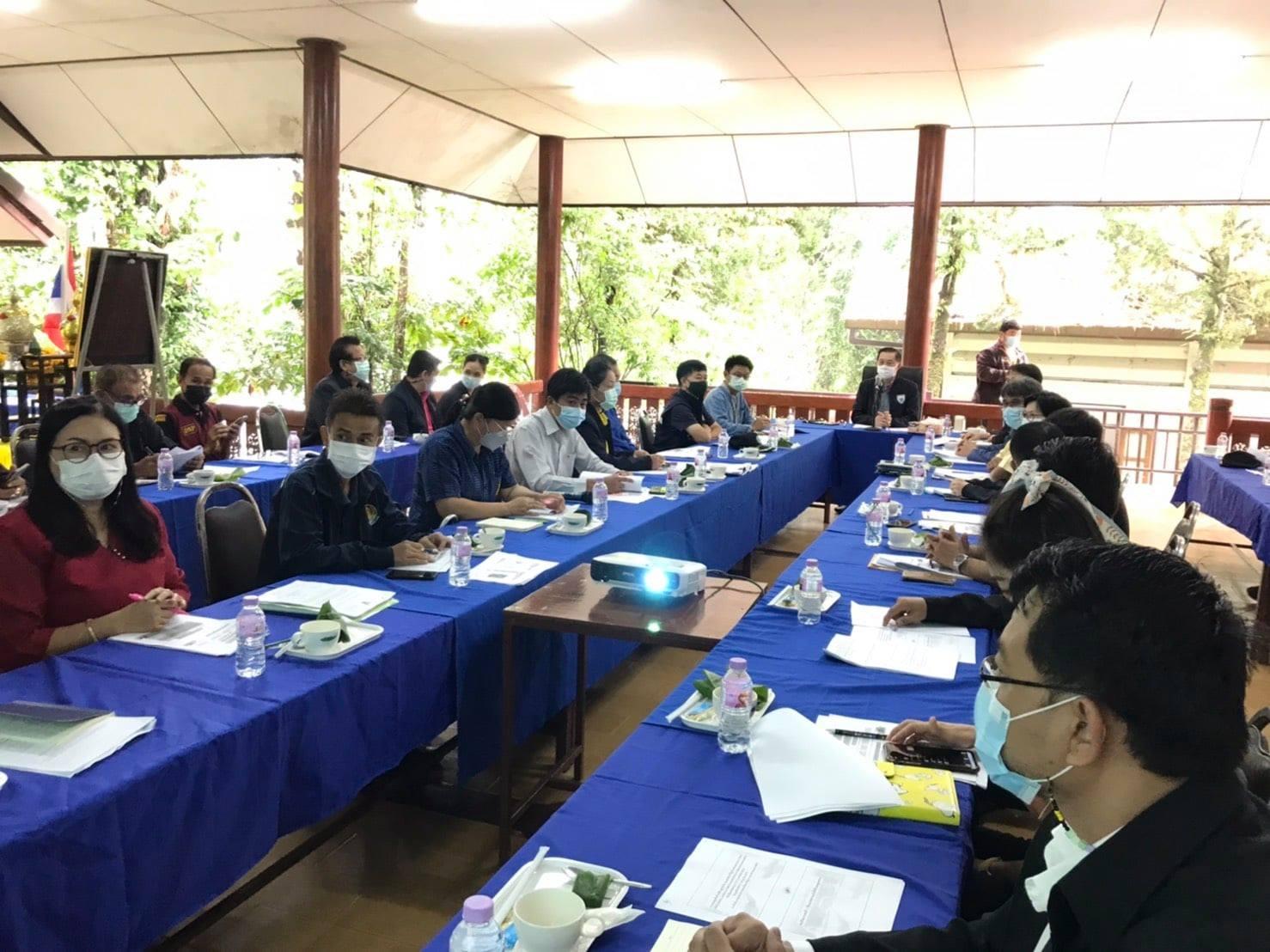 ประชุมพิจารณาร่างแผนแม่บทศูนย์บริการและพัฒนาที่สูงปางตองตามพระราชดำริ
