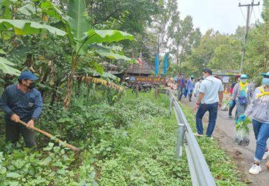 ศูนย์วิจัยเกษตรหลวงเชียงใหม่ (ขุนวาง) ร่วมกับผู้นำหมู่บ้านขุนวาง ตำบลแม่วิน อำเภอแม่วาง จังหวัดเชียงใหม่ และหน่วยงานใกล้เคียง ปลูกต้นไม้แนวถนนเส้นจอมทอง-ขุนวาง ระยะทาง 20 กิโลเมตร เนื่องในโอกาสวันเฉลิมพระชนมพรรษาสมเด็จพระนางเจ้าสิริกิติ์ พระบรมราชินีนาถ พระบรมราชชนนีพันปีหลวง 12 สิงหาคม 2564