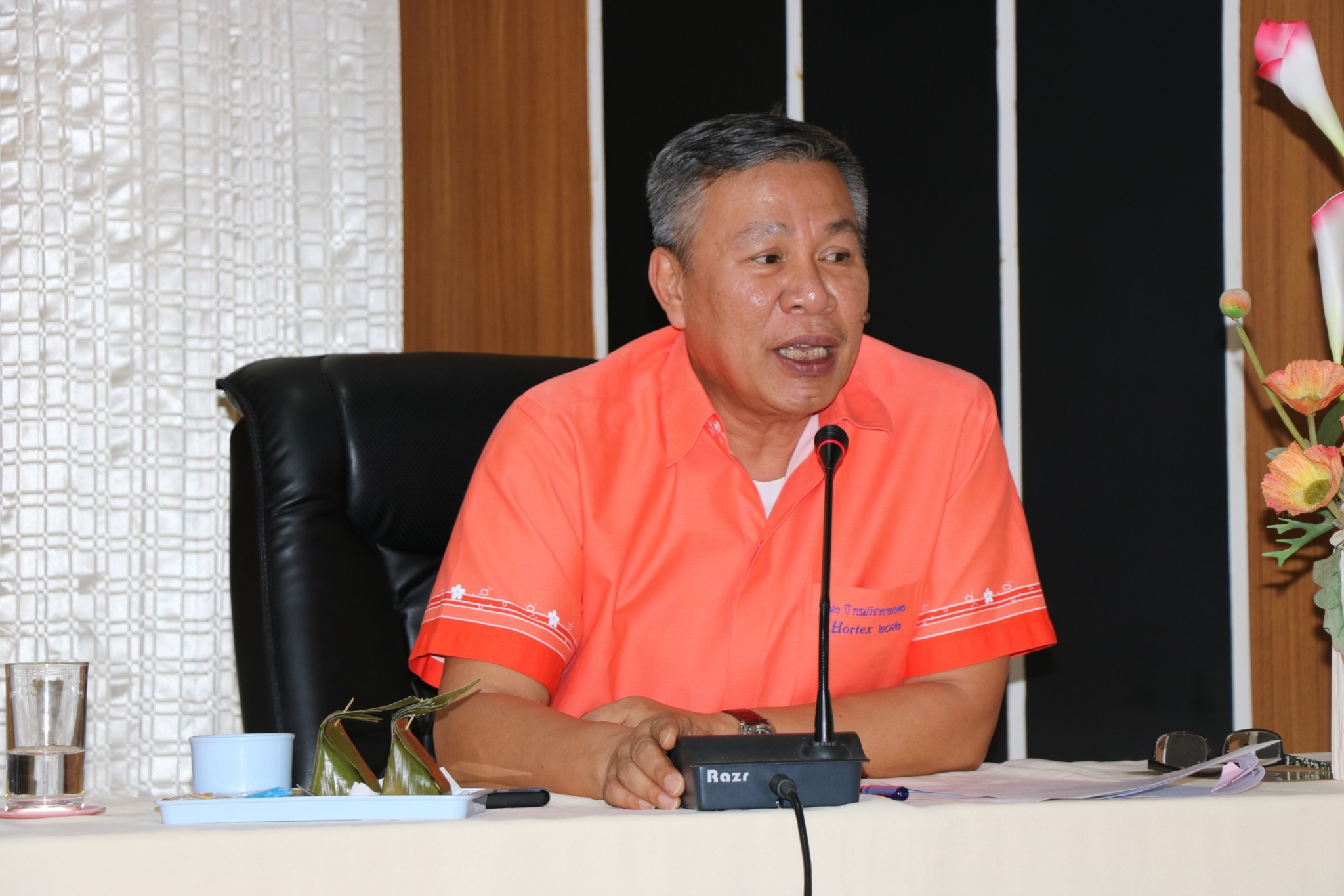 ดร.สมบัติ  ตงเต๊า ผู้อำนวยการสำนักวิจัยและพัฒนาการเกษตรเขตที่ 2 เป็นประธานการประชุมชี้แจงแนวทางการปฏิบัติงานหลังการปรับลดงบประมาณ พ.ศ.2563